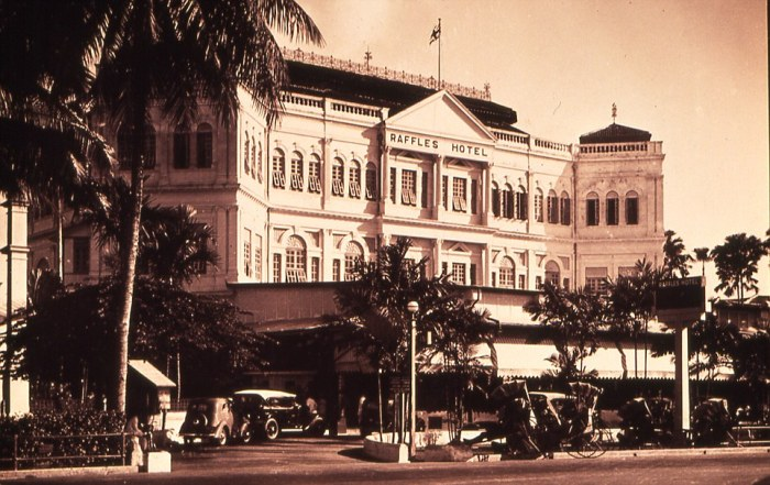 267fc2db00000578-2993296-facade_of_raffles_hotel_taken_in_1921_the_hotel_opened_in_1887_a-a-8_1426251710946