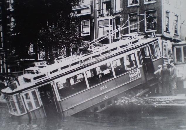 Tram_in_Amstel